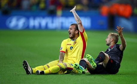 "Anh Euro 2016 Romania 0 - 1 Albania: Tieng noi cua ke ""chieu duoi"" - Anh 9"