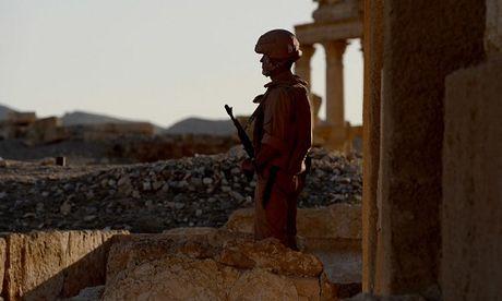 Binh si Nga hy sinh anh dung khi chan xe bom tai Syria - Anh 1