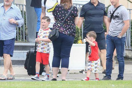 Rooney thue 'nha di dong' dua don bo me vo xem EURO - Anh 6