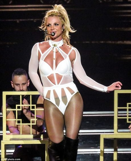 """Britney Spears ngay cang """"lay lai phong do"""" - Anh 1"""