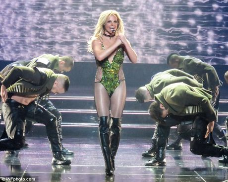 """Britney Spears ngay cang """"lay lai phong do"""" - Anh 3"""