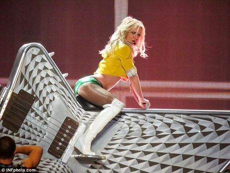 """Britney Spears ngay cang """"lay lai phong do"""" - Anh 4"""