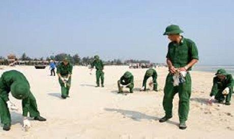 300 linh bien phong Hai Phong chung tay lam sach bien - Anh 1