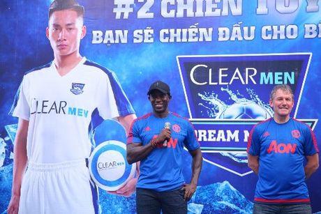 Hai huyen thoai Manchester United sap den Viet Nam - Anh 1