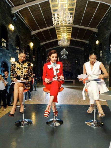 Cay hang hieu Ha Ho mac trong The Face co gia 'khung' co nao? - Anh 2