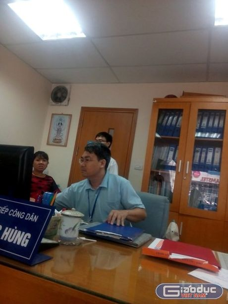 Quan Hai Ba Trung yeu cau phong vien phai co the Nha bao moi lam viec - Anh 1