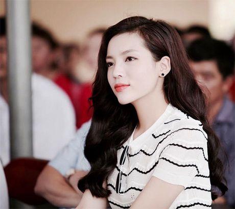 Du giau, HH Ky Duyen va ban trai dai gia van lo viec di Phap - Anh 9
