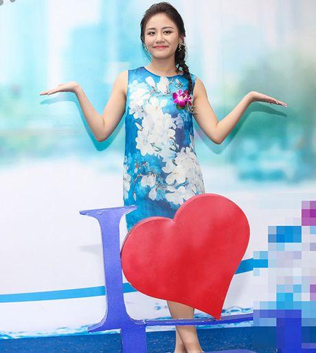 Hoa hau Diem Huong ket tay hinh trai tim voi Van Mai Huong - Anh 2