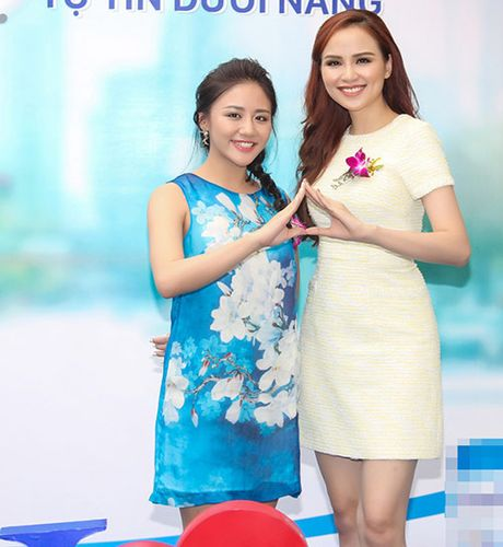 Hoa hau Diem Huong ket tay hinh trai tim voi Van Mai Huong - Anh 3