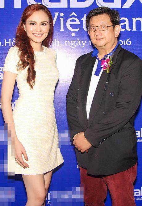 Hoa hau Diem Huong ket tay hinh trai tim voi Van Mai Huong - Anh 9