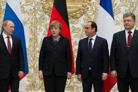 Vi sao lanh dao Bo tu Normandy hop truoc Hoi nghi NATO? - Anh 1