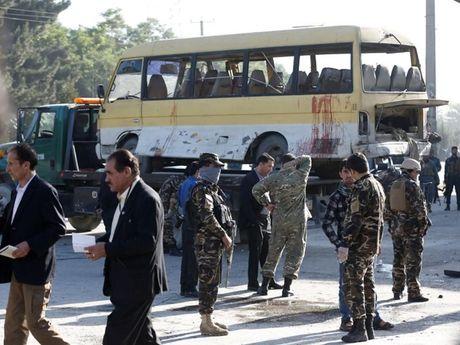 Afghanistan: 20 thiet mang trong mot loat vu danh bom - Anh 2