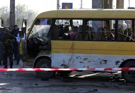 Afghanistan: 20 thiet mang trong mot loat vu danh bom - Anh 3