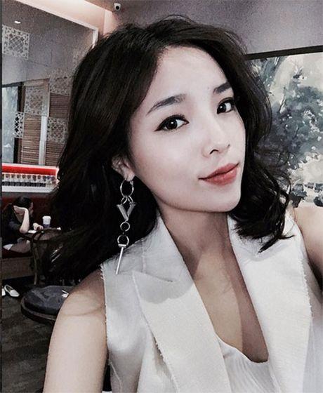 Lo them anh Ky Duyen bi mat di Phap voi ban trai moi quen - Anh 3
