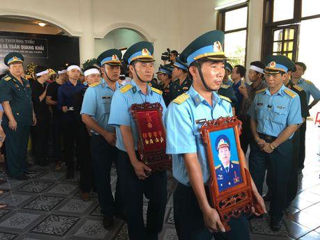 Le tang phi cong Tran Quang Khai: Anh da ve trong vong tay que huong - Anh 10