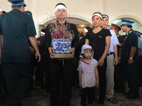 Le tang phi cong Tran Quang Khai: Anh da ve trong vong tay que huong - Anh 11