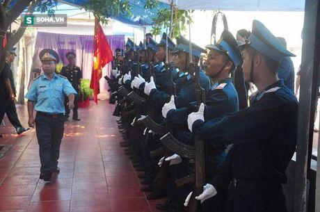 Le tang phi cong Tran Quang Khai: Anh da ve trong vong tay que huong - Anh 13
