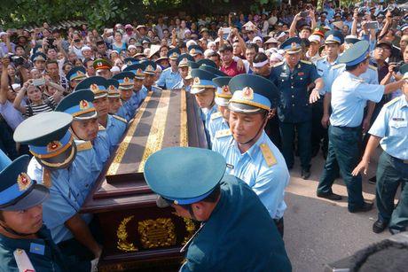 Le tang phi cong Tran Quang Khai: Anh da ve trong vong tay que huong - Anh 16