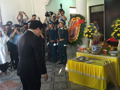Le tang phi cong Tran Quang Khai: Anh da ve trong vong tay que huong - Anh 4