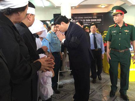 Le tang phi cong Tran Quang Khai: Anh da ve trong vong tay que huong - Anh 6