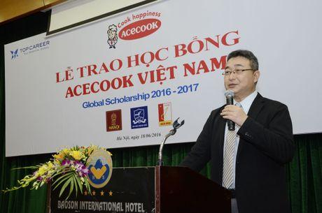 Acecook Viet Nam trao 60 suat hoc bong cho sinh vien - Anh 2