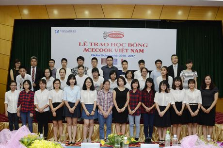 Acecook Viet Nam trao 60 suat hoc bong cho sinh vien - Anh 3