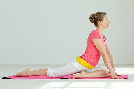 Co the deo dai, cuon hut hon voi 3 the yoga don gian, de thuc hien tai nha - Anh 2