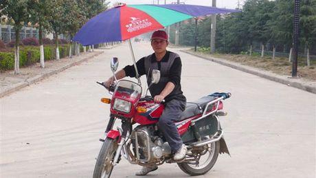 1001 kieu do xe may chong nang nong chi co o Viet Nam - Anh 1