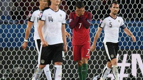 Ronaldo nen tiep tuc hay dung da penalty? - Anh 1