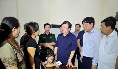 Pho Thu tuong Trinh Dinh Dung gap dong vien gia dinh Dai ta Tran Quang Khai - Anh 1