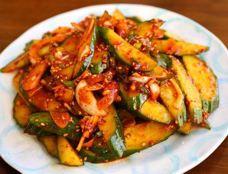 Cach lam salad dua chuot Oi Muchim kieu Han Quoc - Anh 1