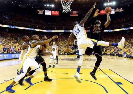 LeBron James oa khoc khi giup CAVs lan dau vo dich NBA - Anh 11