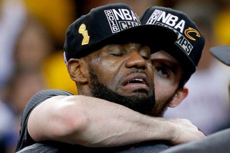 LeBron James oa khoc khi giup CAVs lan dau vo dich NBA - Anh 6