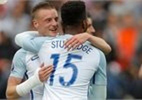 Phe Rooney, Anh thay 6 vi tri tran gap Slovakia - Anh 3