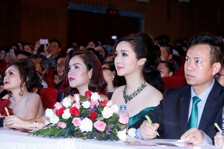 Hoa hau Giang My khoe lan da trang khong ty vet - Anh 10