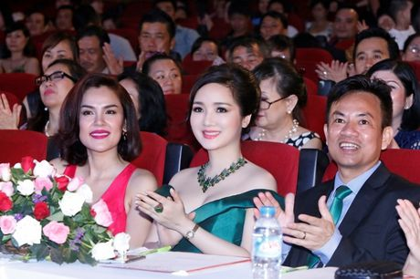 Hoa hau Giang My khoe lan da trang khong ty vet - Anh 11