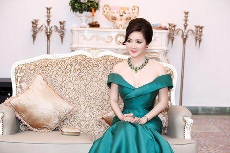 Hoa hau Giang My khoe lan da trang khong ty vet - Anh 1