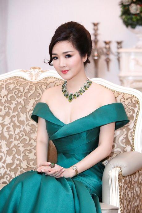 Hoa hau Giang My khoe lan da trang khong ty vet - Anh 7
