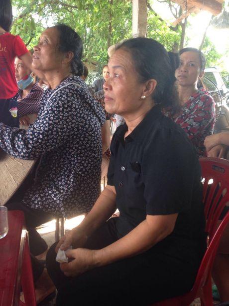 Con gai phi cong Khai ngac ngo ben linh cuu bo - Anh 16