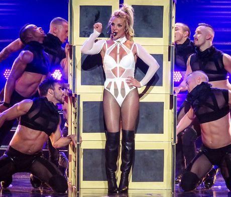 Ca sy Britney Spears dien loat do goi cam tren san khau - Anh 2