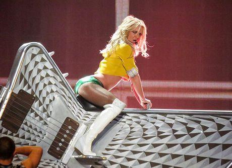 Ca sy Britney Spears dien loat do goi cam tren san khau - Anh 8