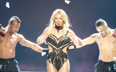 Ca sy Britney Spears dien loat do goi cam tren san khau - Anh 9