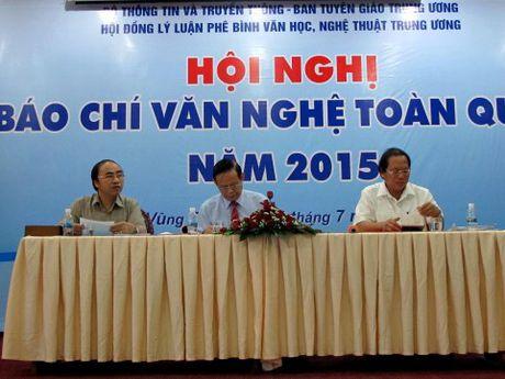 TS Tran Ngoc Chau: Bao chi hay lay thach thuc cua mang xa hoi lam doi trong - Anh 2