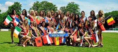 Nhan sac 'hut hon' cua hoa hau EURO 2016 - Anh 12