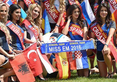 Nhan sac 'hut hon' cua hoa hau EURO 2016 - Anh 14