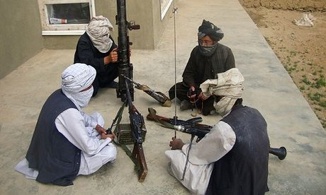 Dau sung ac liet, phien quan Taliban chiem huyen trong yeu tai Afghanistan - Anh 1