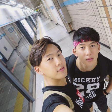 Cap song sinh goc Viet dep trai lam lim tim fan nu - Anh 10