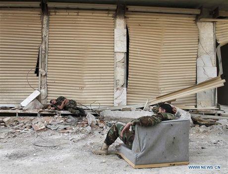 Anh: Quan doi Syria an mung chien thang tai thi tran Daraya - Anh 2