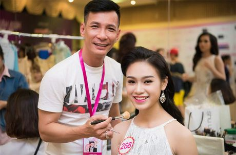 Thi sinh Hoa hau Viet Nam 2016 dep ruc ro trong hau truong - Anh 1
