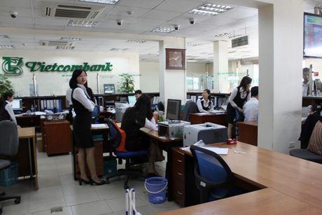 Khach hang lien tuc keu mat tien, Vietcombank van kiem them 9.328 ty dong - Anh 1
